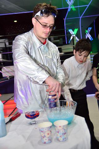 Научное Шоу Планета науки от Профессора Олежка