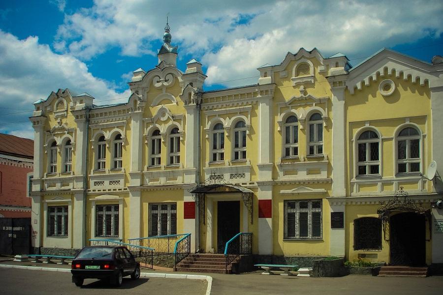 Торговый дом Гилева. Построен в 1865 году