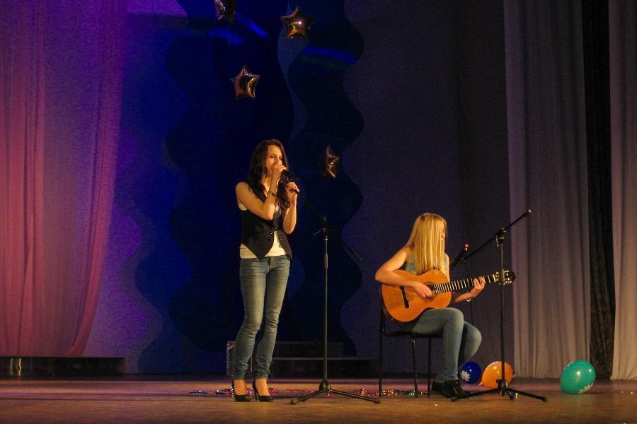 центр иностранных языков «Полиглот» отметил концертом первый юбилей 5 лет