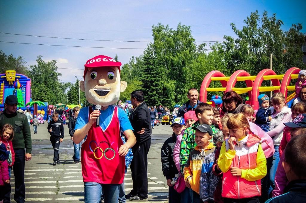 Ведущий. 1 июня. День защиты детей на бульваре Петра