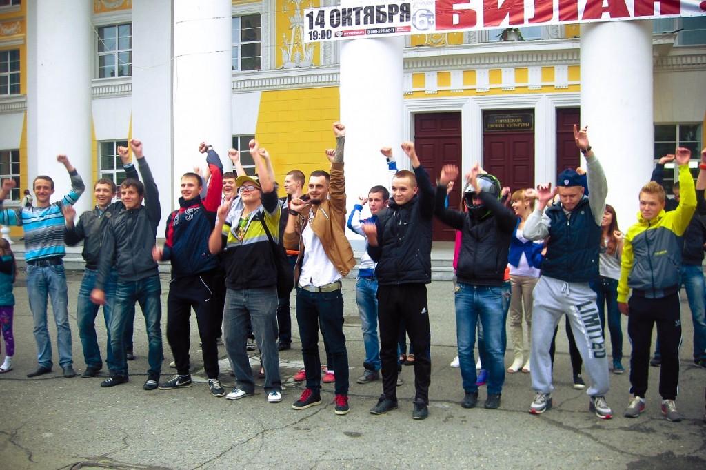 Молодежный флешмоб у ГДК в Бийске