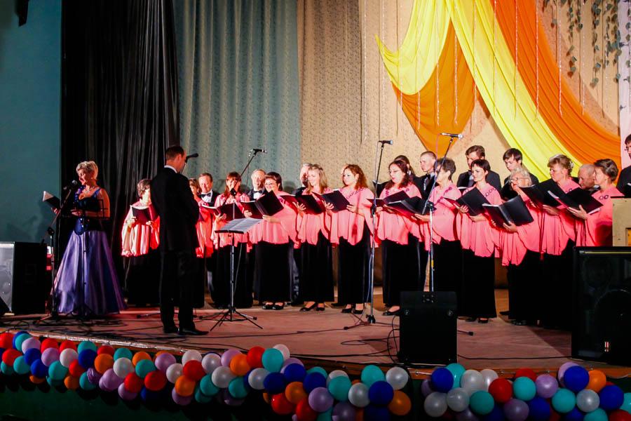 Выступление муниципального академического хора в МЦ Родина в честь 305-летия Бийска