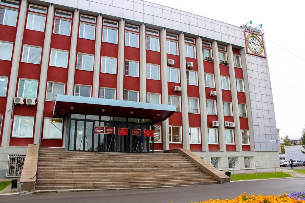 Администрация Бийска. Выставка Вячеслава Корчуганова к 305-летию города