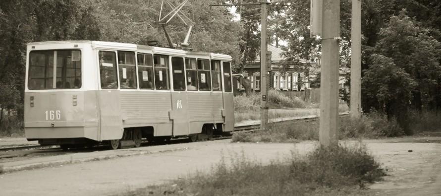 Человек против трамвая