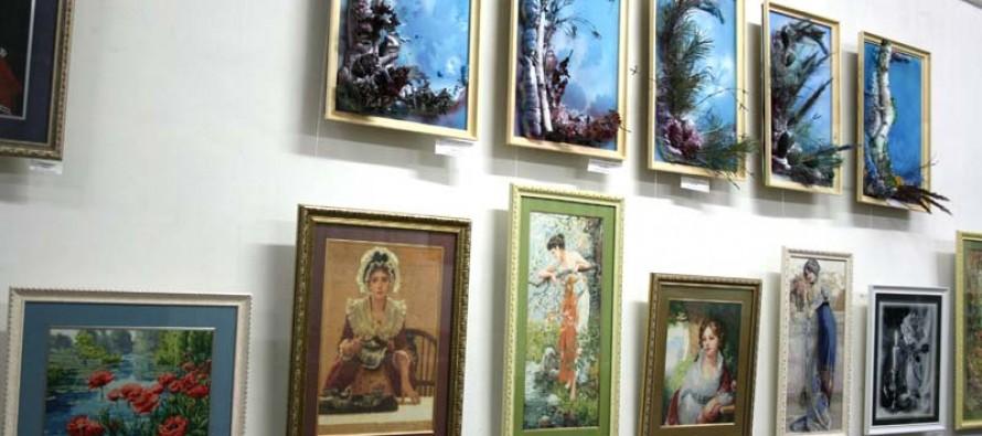 Творческая выставка ко Дню матери