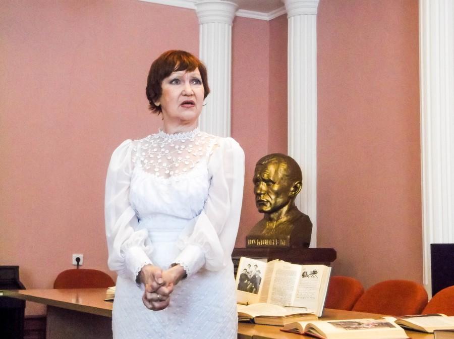 Участница мероприятия, посвященного 155-летию А. П. Чехову