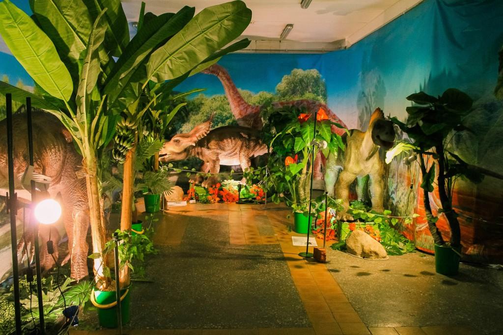 """Шоу-выставка """"Возвращение динозавров"""" в Бийске"""