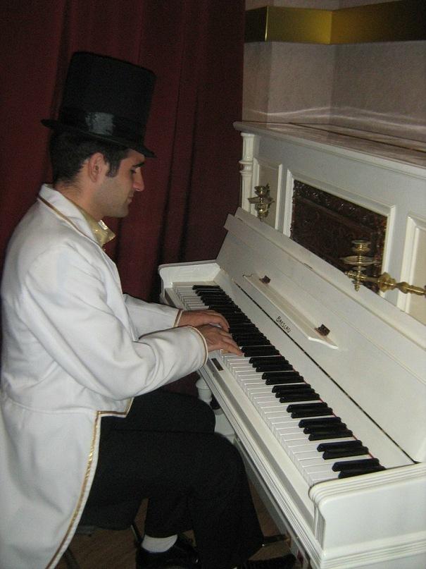 Насими Нариманов. Пианист