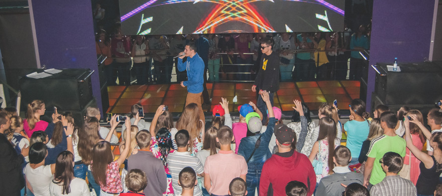 Тбили дал сольный концерт в Бийске