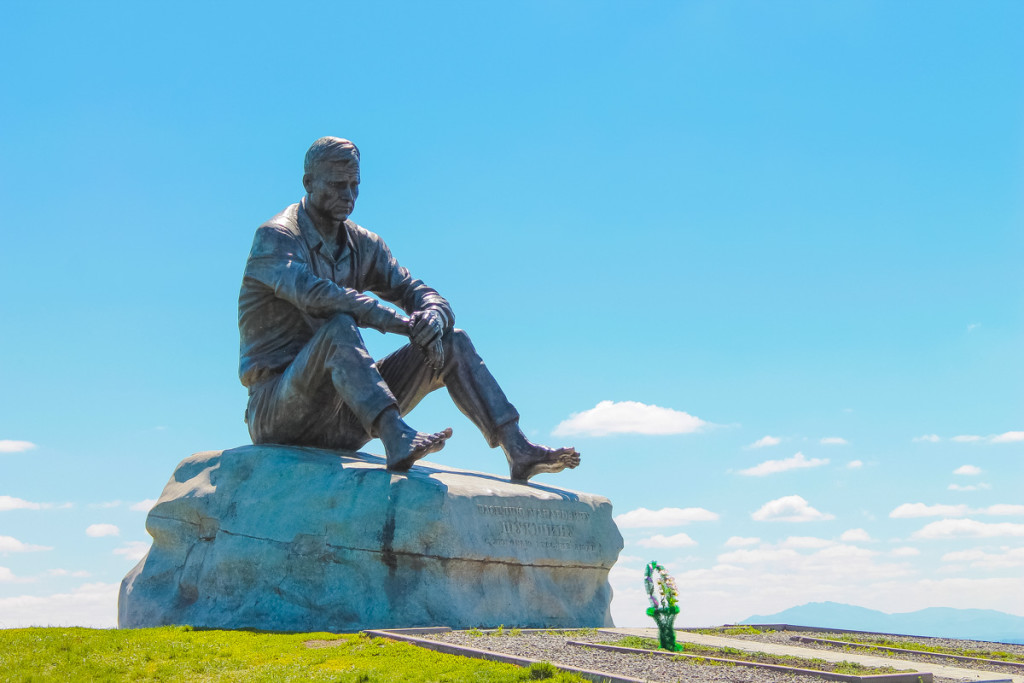 Скульптура Шукшина в Сростках