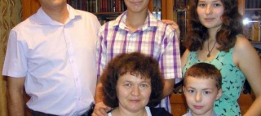 Многодетная семья из Алтая претендует на звание «Семья года» во всероссийском конкурсе