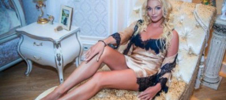 Анастасия Волочкова порадовала поклонников снимком в пеньюаре