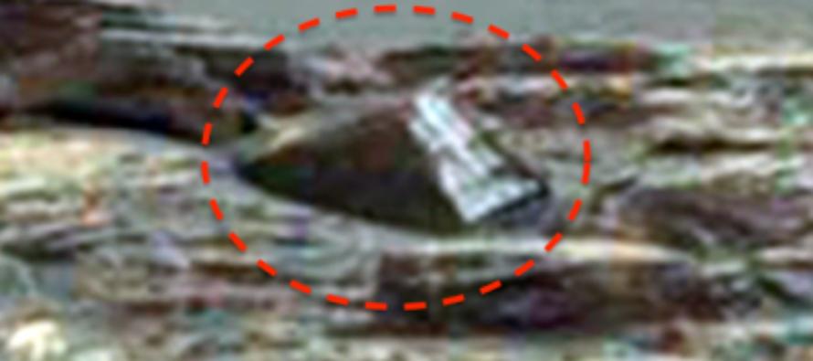 Загадочная металлическая конструкция с крестом и череп найдены на Марсе