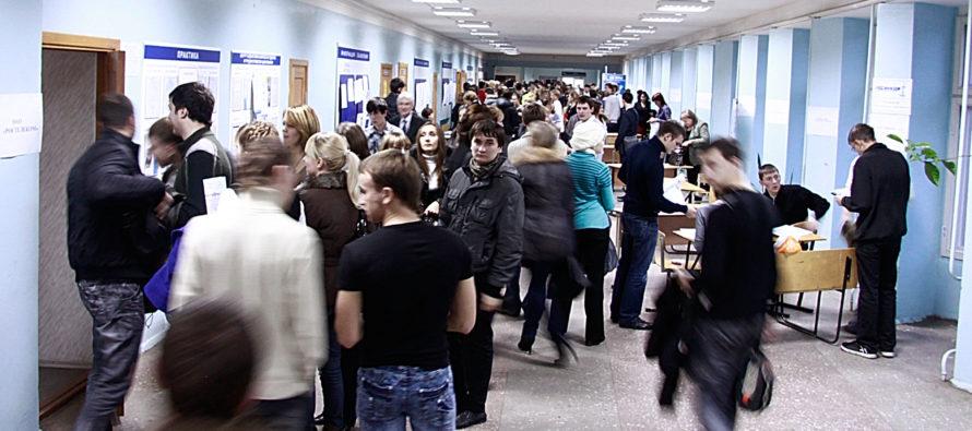 Специалисты Пенсионного фонда проконсультировали более 500 участников ежегодной краевой ярмарки вакансий