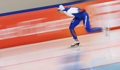 Алтайский конькобежец Виктор Муштаков одержал победу напервом этапе Кубка Российской Федерации