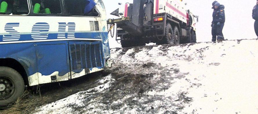 На алтайских дорогах ураган сносит машины (Фото)