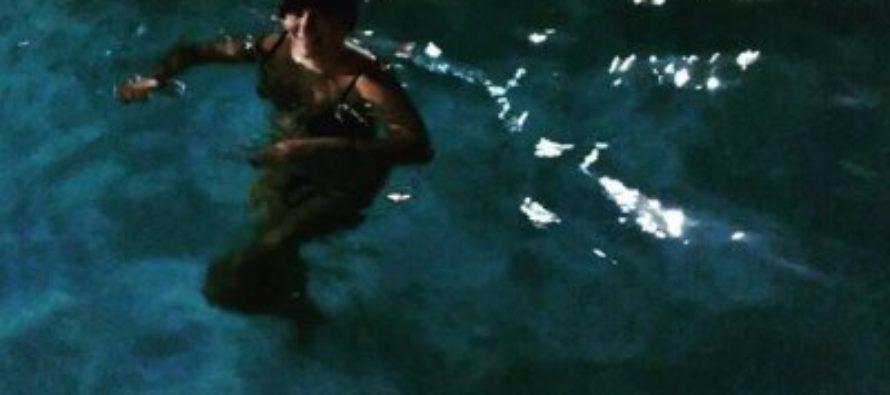Елена Ваенга похвасталась снимком в купальнике