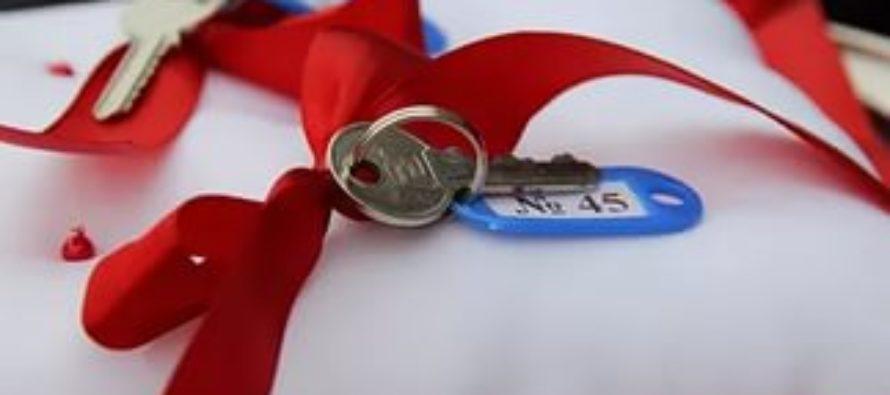 В Алтайском крае 19 семей медицинских работников получат ключи от новых квартир