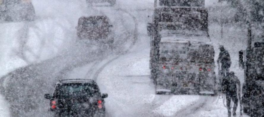 Федеральные дорожники помогают водителям на алтайских трассах в непогоду