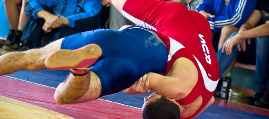 Алтайские борцы стали призерами первенства России среди юниоров