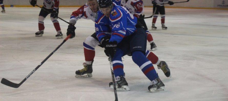 На первенстве Высшей хоккейной лиги команда «Алтай» принимает «Славутич» из Смоленска