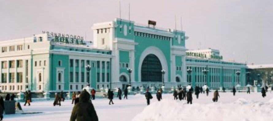 На вокзале Новосибирск Главный мужчина устроил голое шоу