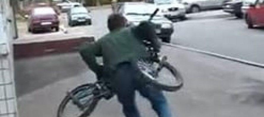 Житель Барнаула украл велосипед и гулял с ним ночью по городу