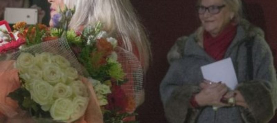 Секс-символ 90-х Саманта Фокс приехала с мамой в Санкт-Петербург