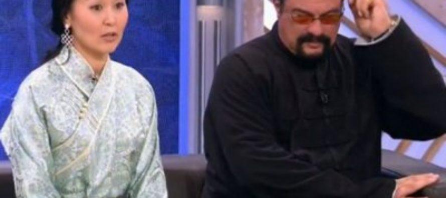 Жена киноактера Стивена Сигала удивила россиян своей внешностью