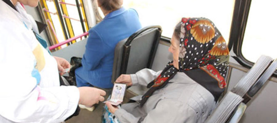 Бийских пенсионеров-льготников теперь по проездным перевозят все типы транспорта