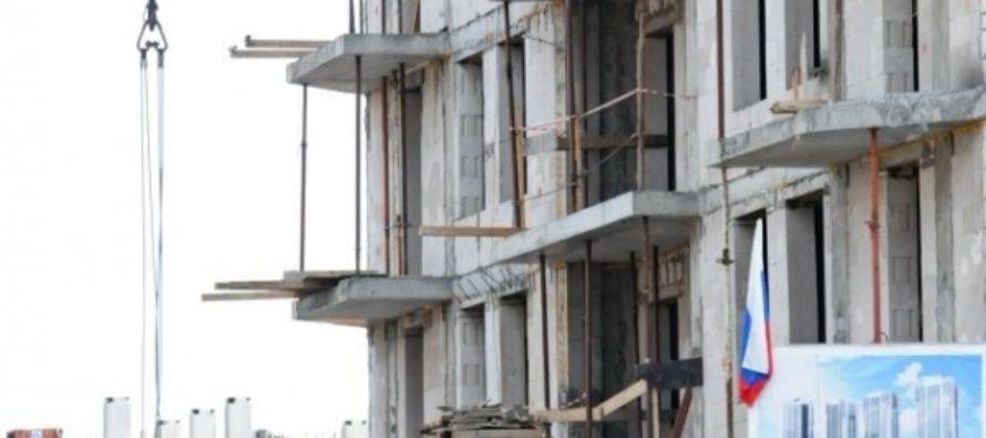 На Алтае рабочий сорвался с десятого этажа строящегося дома