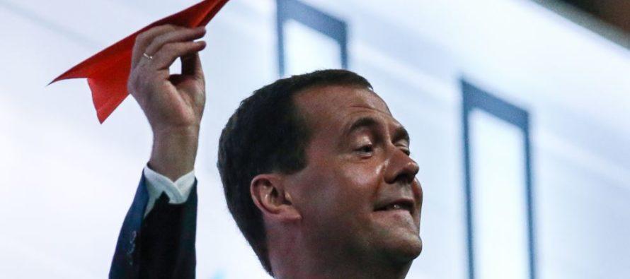 Медведев на НТВ рассказал об импортозамещении на своем новогоднем столе