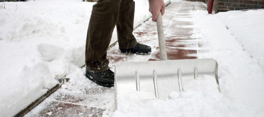 Уборка придомовой территории от снега — обязанность управляющей организации