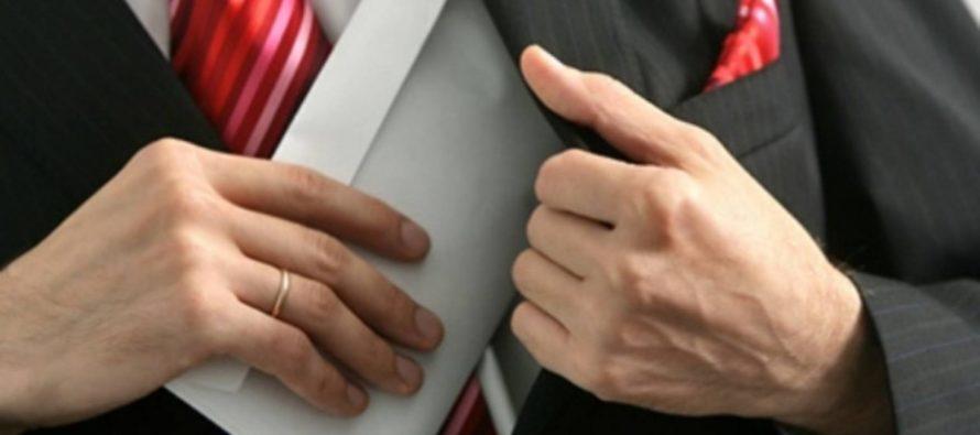 В Алтайском крае адвокат вымогал деньги, чтобы «договориться» по приговору