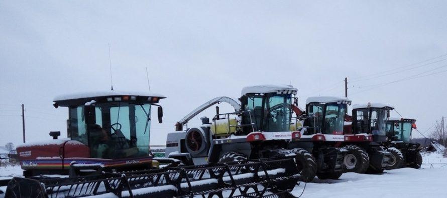 Смотры-конкурсы на лучшую постановку сельхозтехники на хранение проводят в районах Алтайского края