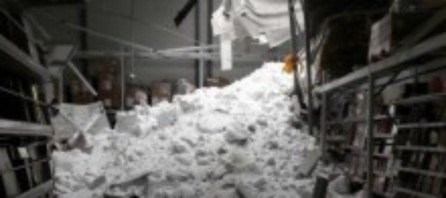В Барнауле под тяжестью снега рухнула крыша нового торгового центра