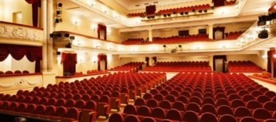 Сотрудники театра Армена Джигарханяна считают, что их незаконно уволили