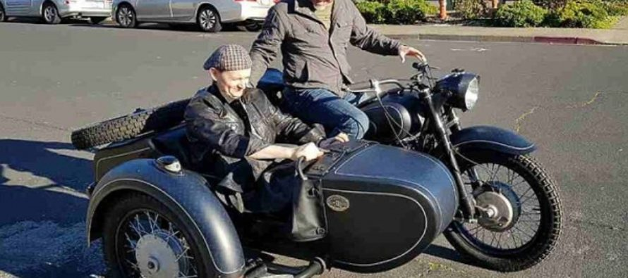 Оренбуржец привез лидеру группы «Металлика» советский мотоцикл