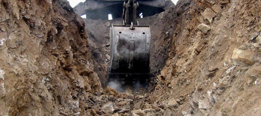 В Рубцовске ребенок упал с высоты двух метров в выкопанную и не огороженную траншею