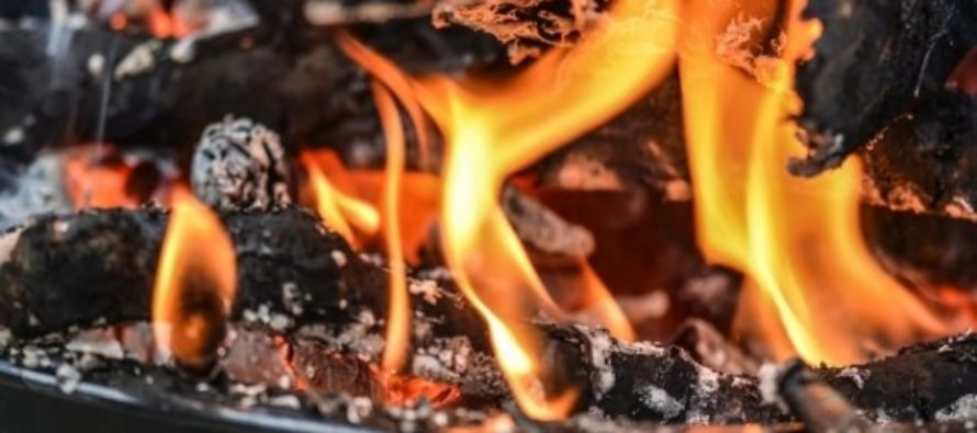 В алтайском селе при пожаре в частном доме погибли трое человек