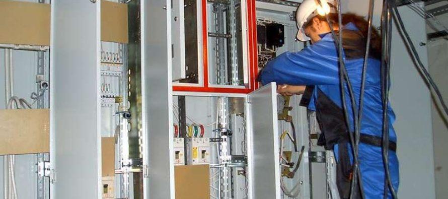 Какие виды работ входят в электромонтаж загородного дома?