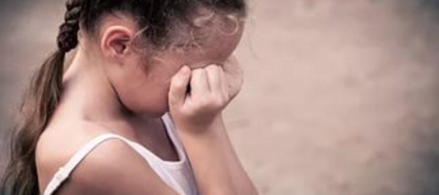 Женщина избила 11-летнюю дочь за желание встретиться с отцом