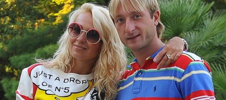 Привет Бекхемам: Плющенко и Рудковская разделись для рекламы нижнего белья
