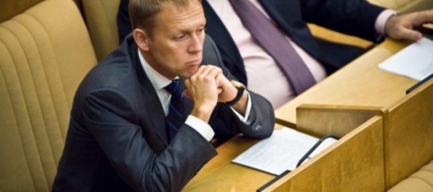Депутат Луговой предложил приравнять соцсети к операторам связи