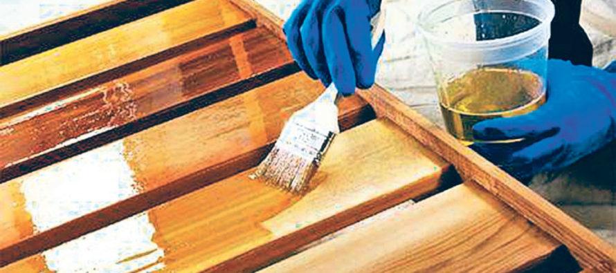 Какие существуют средства для ухода и защиты древесины?