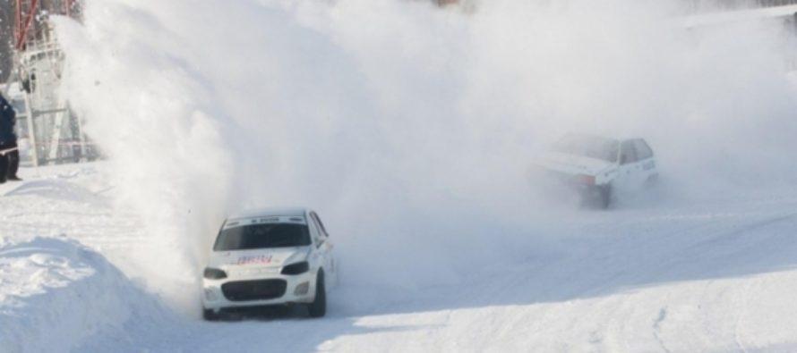 Газ до отказа: зимние трековые гонки в Барнауле прошли в -30 градусов