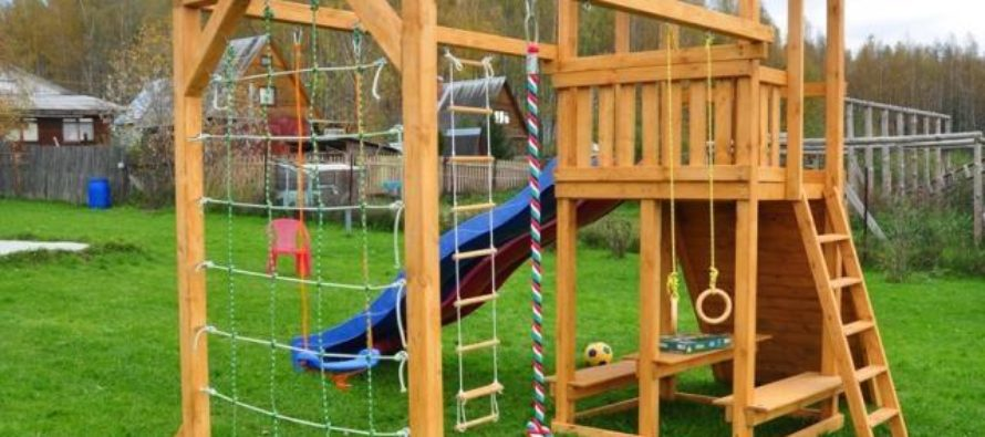Из каких материалов изготавливают детские площадки?