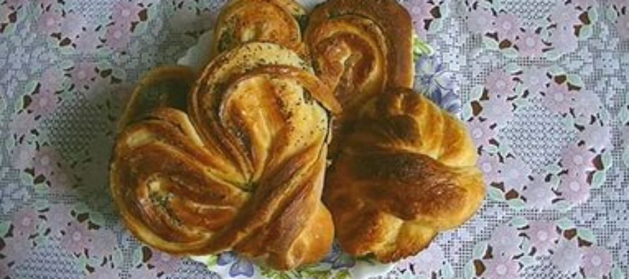 Рецепт приготовления булочек из слоеного теста?