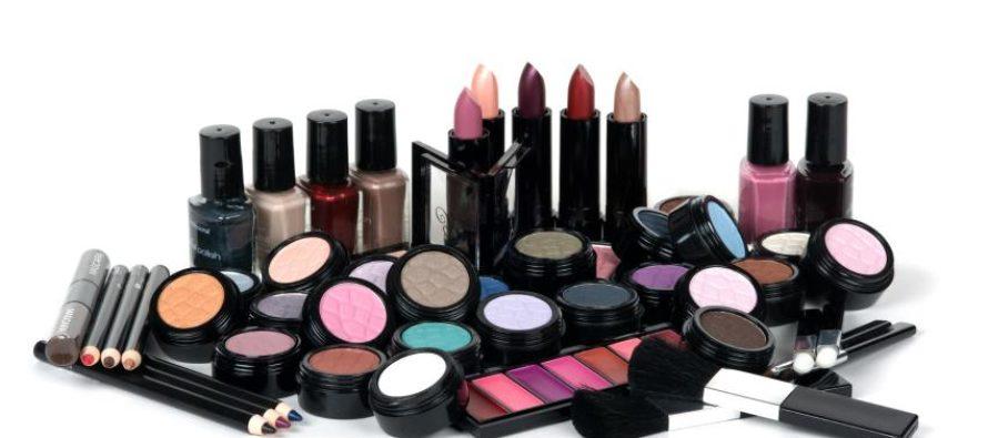 Что нужно знать при покупке разных видов декоративной косметики