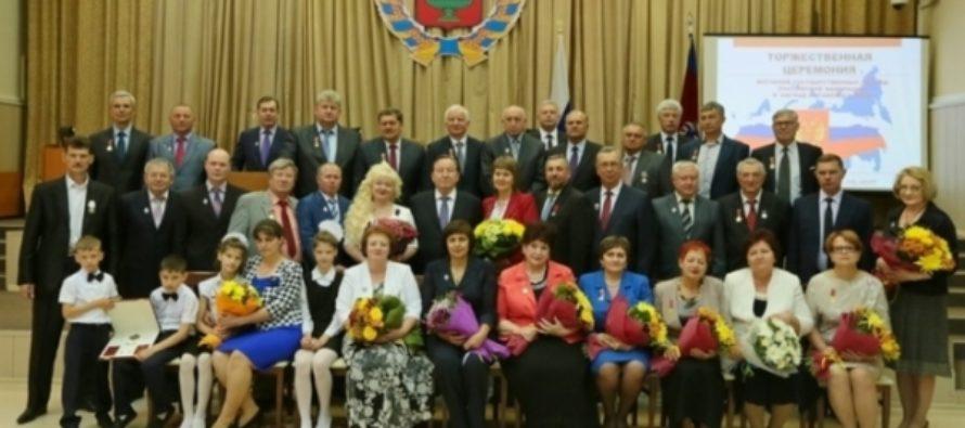 Александр Карлин вручил жителям Алтайского края государственные награды